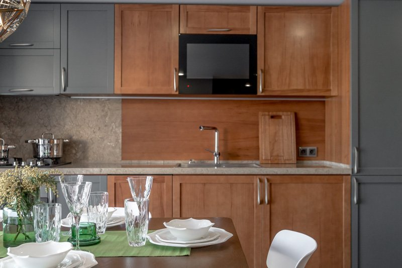 kitchen lcd tv under cabinet
